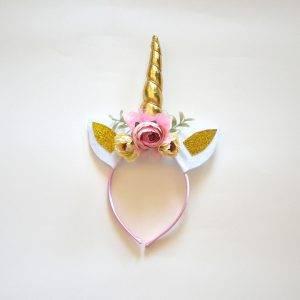 altın sarısı unicorn taç